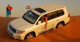Dziś safari pustynne :) i sandboard :) W Dubaju możesz jeździć na snowboardzie i sandboardzie :)
