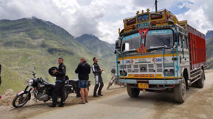 Tym razem pozdrawiamy z Himalajów gdzie jesteśmy na wyprawie motocyklowej. Nasza marka motocyklowa