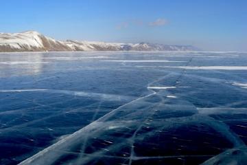 Bajkał zimą - stąpając po